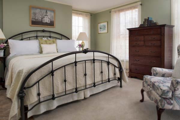 Clara Barton Room Bed