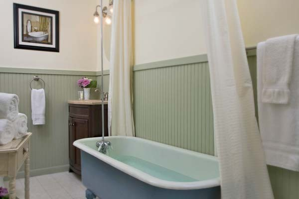 Clara Barton Clawfoot Bathtub