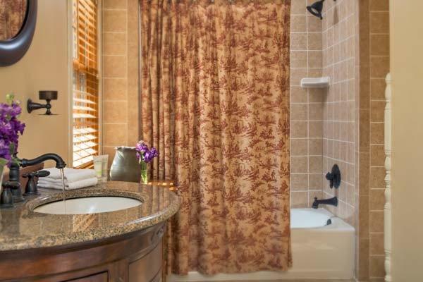 Generals Quarters Bath
